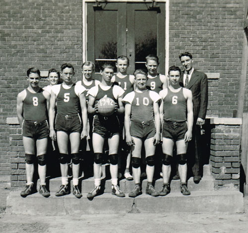 Members of the basketball team were, left to right, back row: Vern Bauder, Gene Juranek, Donald Hagameyer, Donald Vonderfecht and Supt. Joe Reynolds. Front row, from left, are Douglas Fate, Bernel Anderson, Warren Fette, Lloyd Post and Russell Fate.