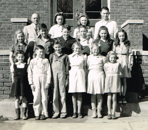 Grammar room students and teachers in the back row from left to right are Mr. Earl Schmitz, Doris Smidt, Lucille Bohlen, Neil Moore. Center row from left are Betty Bohlen, Duane Cliffton, Robert Vonderfecht, Robert Haughtaling, Louise Teaford, Betty May Smidt. Front row from left are Delores Cliffton, Lavern Reiber, Rolland Post, Louise Kelso, Shirley Reiber and Janice Schnuerle.